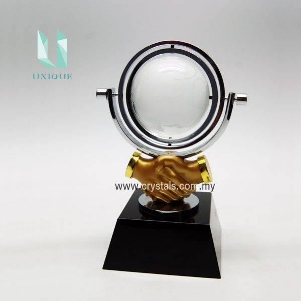 Gold Handshake Trophy TCQ1099